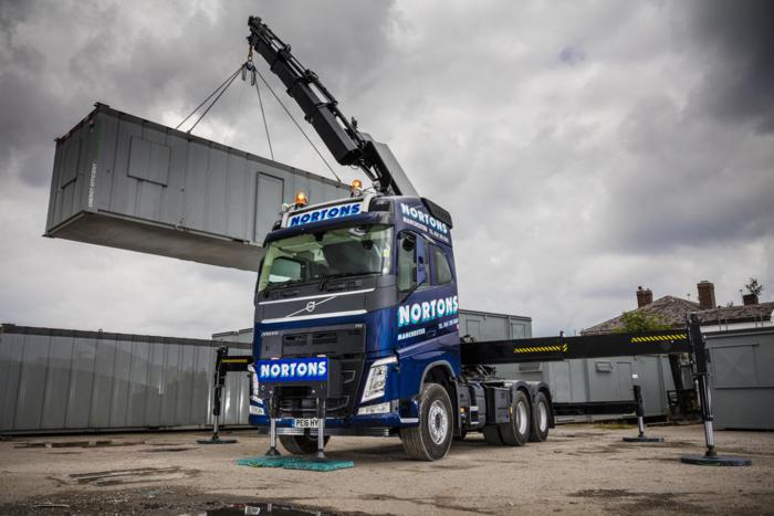 Volvo Tractor Unit with 622 Hiab